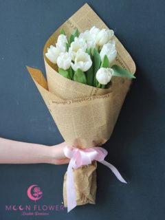 Bó hoa chúc mừng hoa tulip trắng