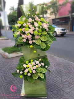 Lẵng hoa chúc mừng khai trương tại Hà Nội tông mầu xanh hồng