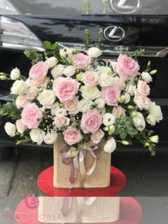 Giỏ hoa hồng oohara và lan tường trắng