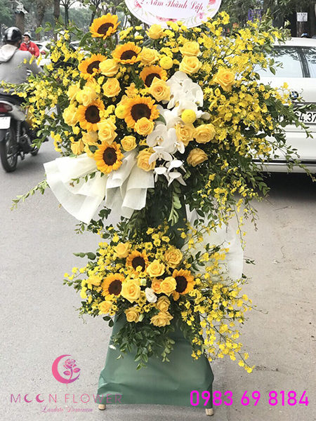 lang-hoa-chuc-mung-khai-truong-tong-mau-vang-tai-ha-noi-moonflower-ha-noi