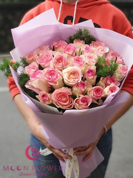 Bó hoa hồng song hỷ - Thấu Hiểu