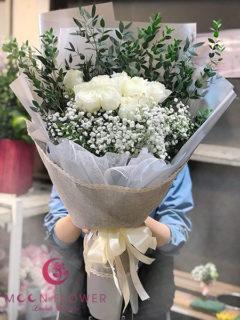 Bó hoa hồng trắng - Đoan Trang