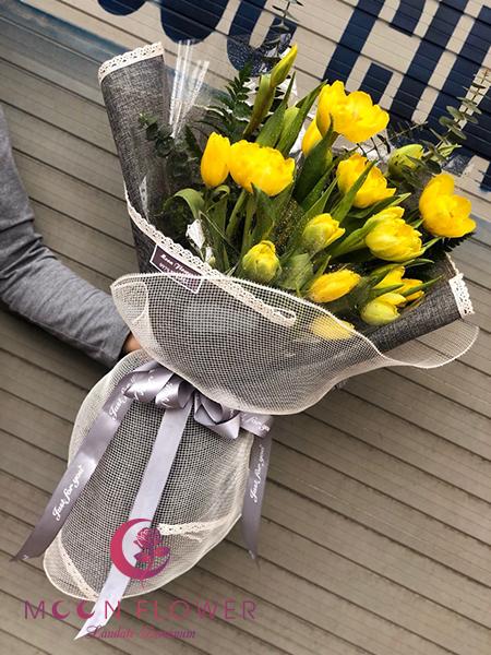 Bó hoa tulip vàng - Trân Trọng