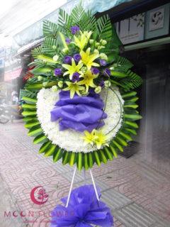 Vòng hoa đám ma tại Hà Nội - Thanh Thản