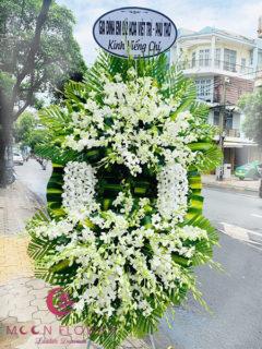 Vòng hoa lan trắng tại Hà Nội - An Bình